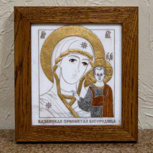 Икона Казанской Богоматери № 26, плоскостная гравированная икона, оформленная художественной эмалью или поталью, фото 1