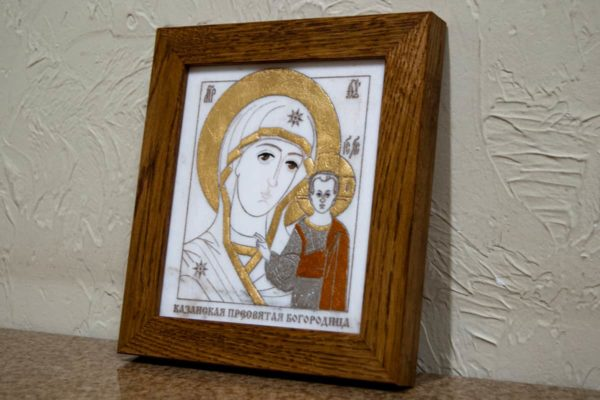 Икона Казанской Богоматери № 26, плоскостная гравированная икона, оформленная художественной эмалью или поталью, фото 2