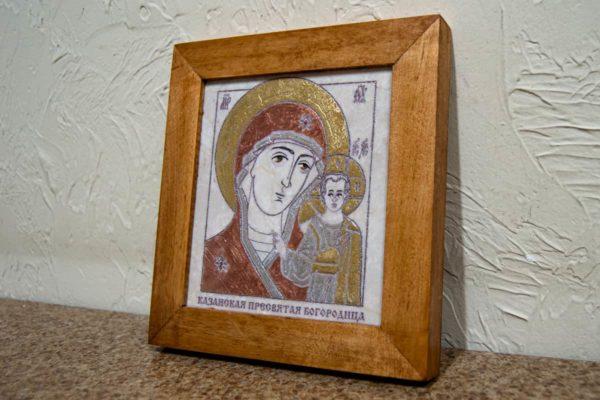 Икона Казанской Богоматери № 24, плоскостная гравированная икона, оформленная художественной эмалью или поталью, фото 2