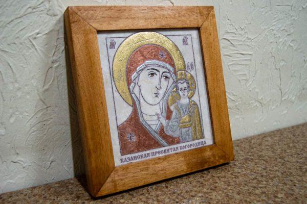 Икона Казанской Богоматери № 24, плоскостная гравированная икона, оформленная художественной эмалью или поталью, фото 3
