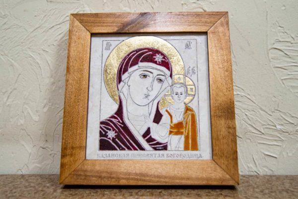 Икона Казанской Богоматери № 23, плоскостная гравированная икона, оформленная художественной эмалью или поталью, фото 1