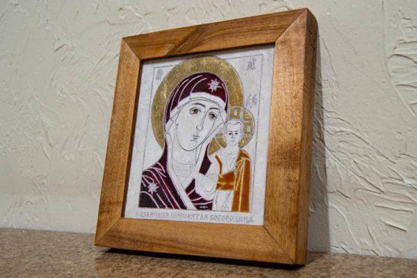 Икона Казанской Богоматери № 23, плоскостная гравированная икона, оформленная художественной эмалью или поталью, фото 2