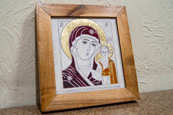 Икона Казанской Богоматери № 23, плоскостная гравированная икона, оформленная художественной эмалью или поталью, фото 3