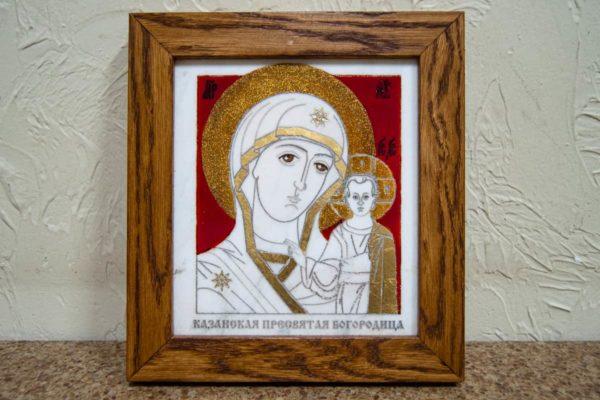 Икона Казанской Богоматери № 22, плоскостная гравированная икона, оформленная художественной эмалью или поталью, фото 1
