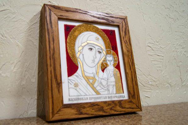 Икона Казанской Богоматери № 22, плоскостная гравированная икона, оформленная художественной эмалью или поталью, фото 3