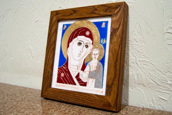 Икона Казанской Богоматери № 21, плоскостная гравированная икона, оформленная художественной эмалью или поталью, фото 2