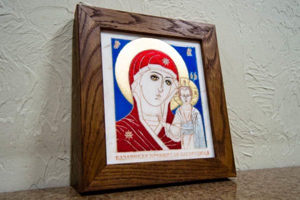 Икона Казанской Богоматери № 21, плоскостная гравированная икона, оформленная художественной эмалью или поталью, фото 3