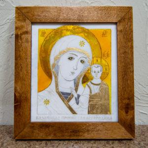 Икона Казанской Богоматери № 17, плоскостная гравированная икона, оформленная художественной эмалью или поталью, фото 1