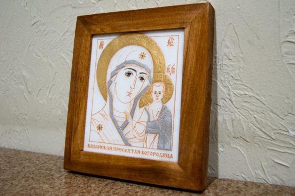 Икона Казанской Богоматери № 19, плоскостная гравированная икона, оформленная художественной эмалью или поталью, фото 1