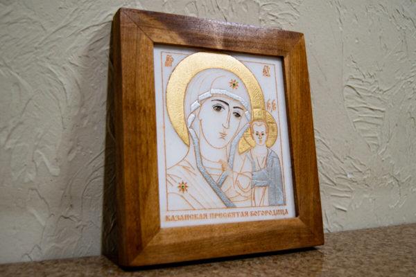 Икона Казанской Богоматери № 19, плоскостная гравированная икона, оформленная художественной эмалью или поталью, фото 2