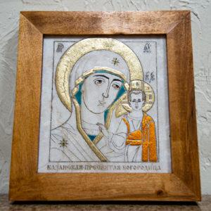 Икона Казанской Богоматери № 18, плоскостная гравированная икона, оформленная художественной эмалью или поталью, фото 1