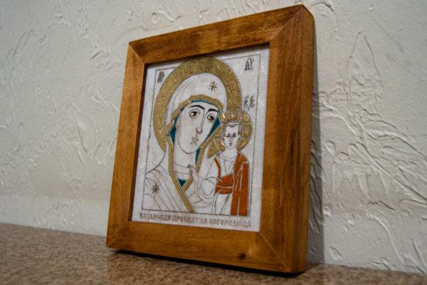 Икона Казанской Богоматери № 18, плоскостная гравированная икона, оформленная художественной эмалью или поталью, фото 2