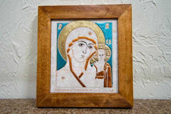 Икона Казанской Богоматери № 16, плоскостная гравированная икона, оформленная художественной эмалью или поталью, фото 1