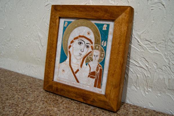 Икона Казанской Богоматери № 16, плоскостная гравированная икона, оформленная художественной эмалью или поталью, фото 2