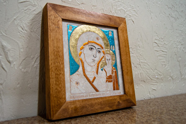 Икона Казанской Богоматери № 16, плоскостная гравированная икона, оформленная художественной эмалью или поталью, фото 3