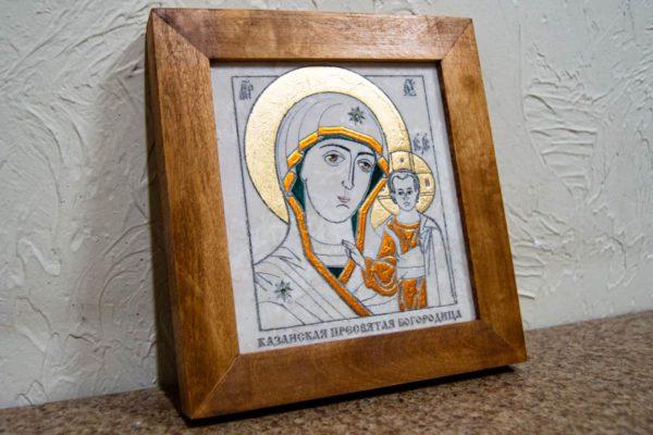 Икона Казанской Богоматери № 20, плоскостная гравированная икона, оформленная художественной эмалью или поталью, фото 3
