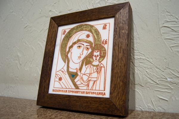 Икона Казанской Богоматери № 12, плоскостная гравированная икона, оформленная художественной эмалью или поталью, фото 2