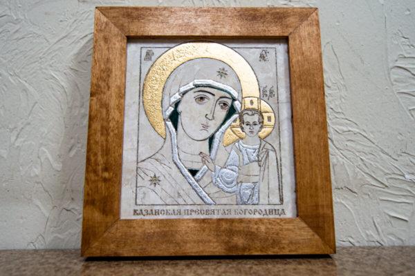 Икона Казанской Богоматери № 14, плоскостная гравированная икона, оформленная художественной эмалью или поталью, фото 1