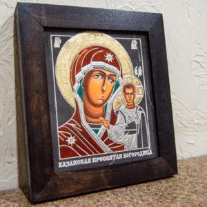 Икона Казанской Богоматери № 15, плоскостная гравированная икона, оформленная художественной эмалью или поталью, фото 1