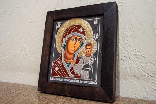 Икона Казанской Богоматери № 15, плоскостная гравированная икона, оформленная художественной эмалью или поталью, фото 2