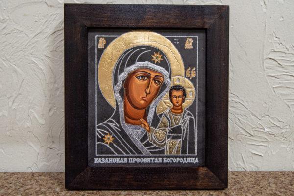 Икона Казанской Богоматери № 13, плоскостная гравированная икона, оформленная художественной эмалью или поталью, фото 1