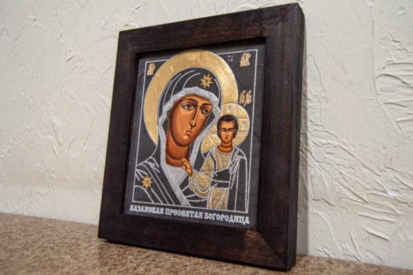 Икона Казанской Богоматери № 13, плоскостная гравированная икона, оформленная художественной эмалью или поталью, фото 2