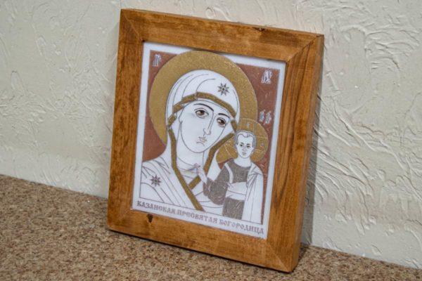 Икона Казанской Богоматери № 27, плоскостная гравированная икона, оформленная художественной эмалью или поталью, фото 3
