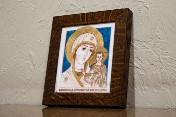 Икона Казанской Богоматери № 28, плоскостная гравированная икона, оформленная художественной эмалью или поталью, фото 1