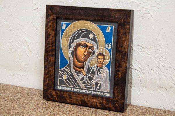 Икона Казанской Богоматери № 29, плоскостная гравированная икона, оформленная художественной эмалью или поталью, фото 2