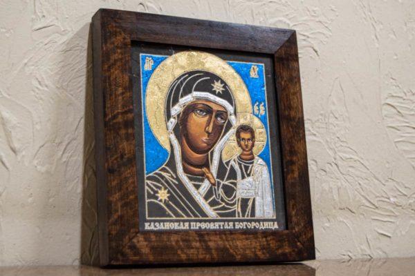 Икона Казанской Богоматери № 29, плоскостная гравированная икона, оформленная художественной эмалью или поталью, фото 3