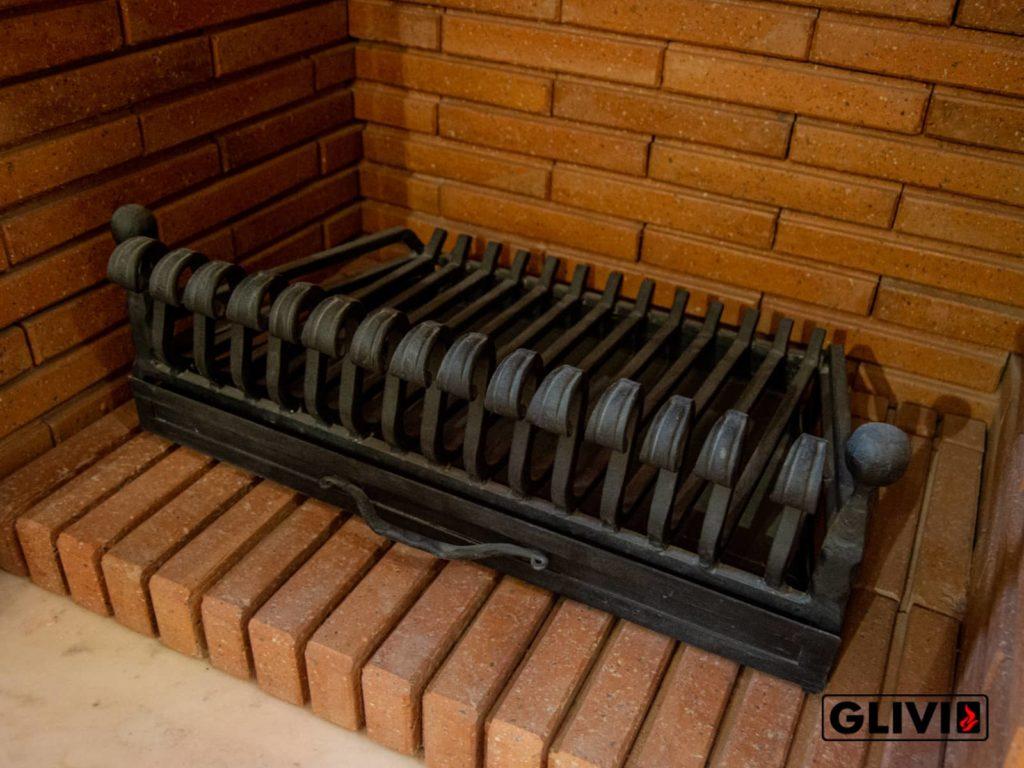 Открытый очаг с колосником в салоне Глифи, фото 1