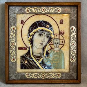Икона Казанской Богоматери № 2.12-1 из мрамора от Гливи, фото сделано в фирменном салоне в Минске, изображение № 1