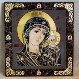 Икона Казанской Богоматери № 1.25-1 из мрамора от Гливи, фото сделано в фирменном салоне в Минске, изображение № 1