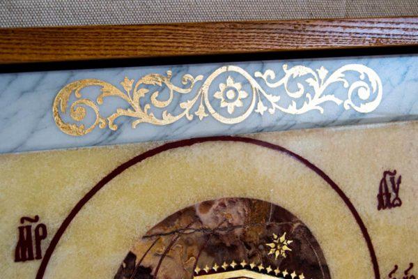 Икона Казанской Богоматери № 1.25-12 из мрамора от Гливи, фото сделано в фирменном салоне в Минске, изображение № 2
