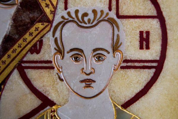 Икона Казанской Богоматери № 1.25-12 из мрамора от Гливи, фото сделано в фирменном салоне в Минске, изображение № 5