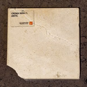 Мрамор Crema Marfil с обработкой антик, салон Гливи, фото 8
