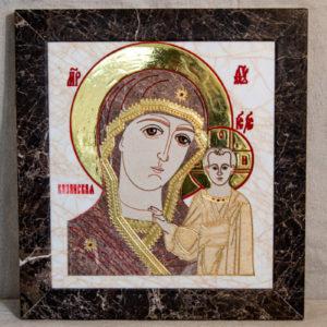 Икона Казанской Богоматери № 1.25-2 из мрамора от Гливи, фото сделано в фирменном салоне в Минске, изображение № 1