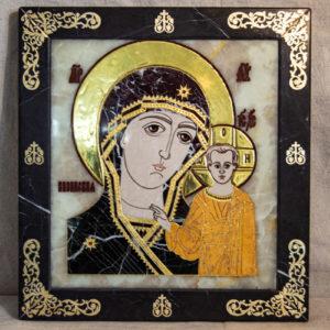 Икона Казанской Богоматери № 1.25-5 из мрамора от Гливи, фото сделано в фирменном салоне в Минске, изображение № 1