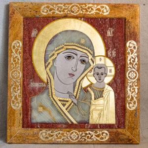 Икона Казанской Богоматери № 1.25-18 из мрамора от Гливи, фото сделано в фирменном салоне в Минске, изображение № 1