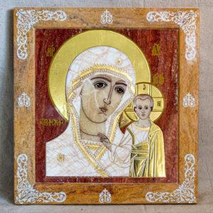 Икона Казанской Богоматери № 1.25-16 из мрамора от Гливи, фото сделано в фирменном салоне в Минске, изображение № 1