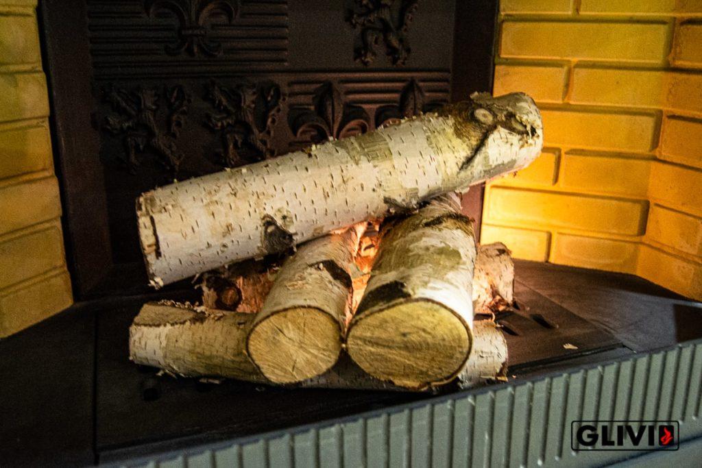 Изображение с горящими поленьями для статьи по печным трубам и дымоходам, а так же фактар, который должен знать каждый владелей каминов. Фото 2