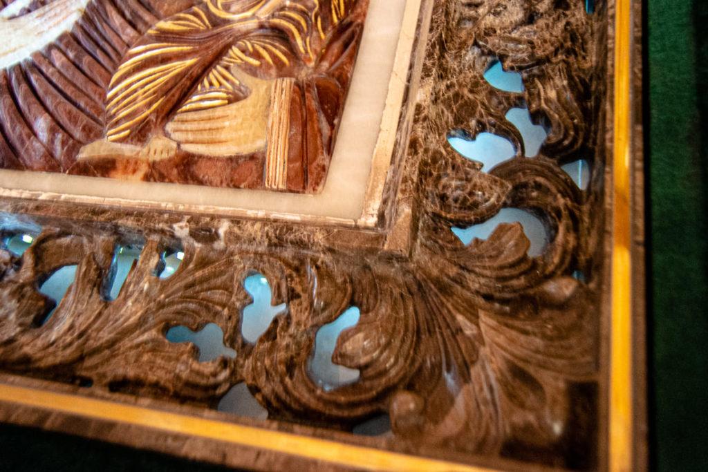 Икона Влахернской Богоматери из мрамора и оникса от Гливи