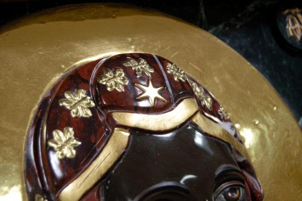 Ченстоховская икона (рельефная, храмовая) не номерная из камня, Гливи, фото 5