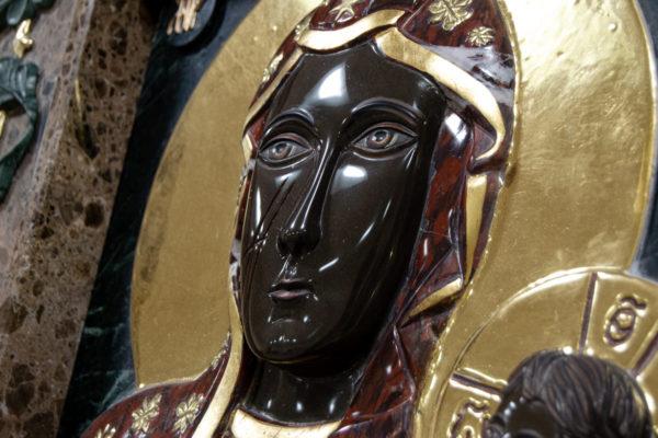 Ченстоховская икона (рельефная, храмовая) не номерная из камня, Гливи, фото 7