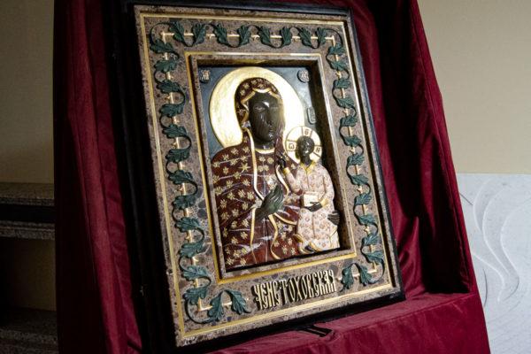 Ченстоховская икона (рельефная, храмовая) не номерная из камня, Гливи, фото 12