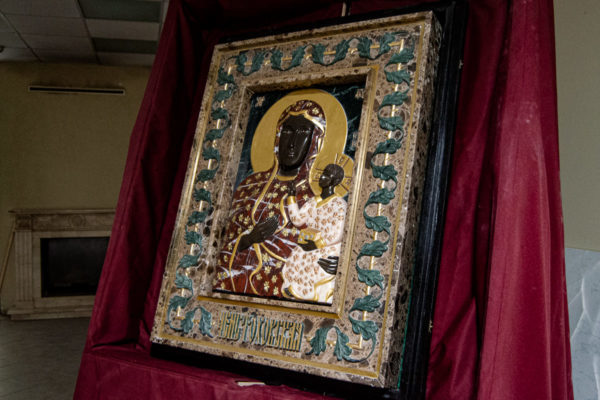 Ченстоховская икона (рельефная, храмовая) не номерная из камня, Гливи, фото 13