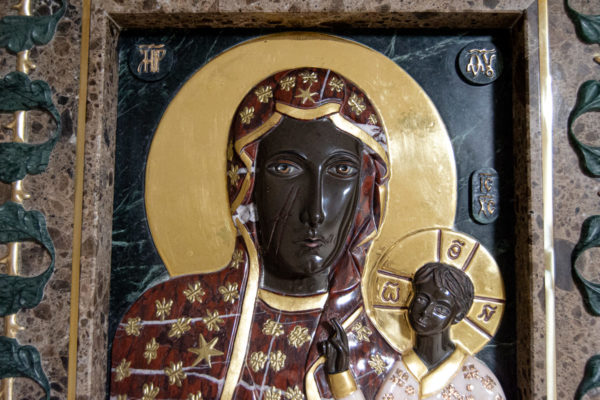 Ченстоховская икона (рельефная, храмовая) не номерная из камня, Гливи, фото 17