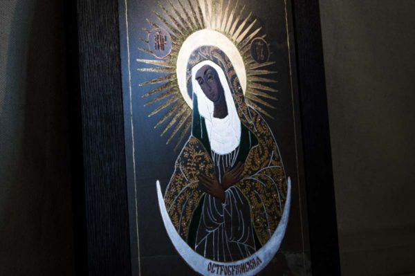 Икона Остробрамской Божией Матери № 02 из мрамора, камня, изображение, фото 1