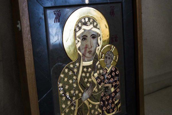 Икона Ченстоховской Божией Матери № 1-12,3 из мрамора, каталог икон, изображение, фото 1