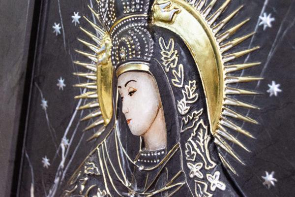 Резная икона Остробрамской Божьей Матери из мрамора, каталог икон в интернет-магазине изображение, фото 2